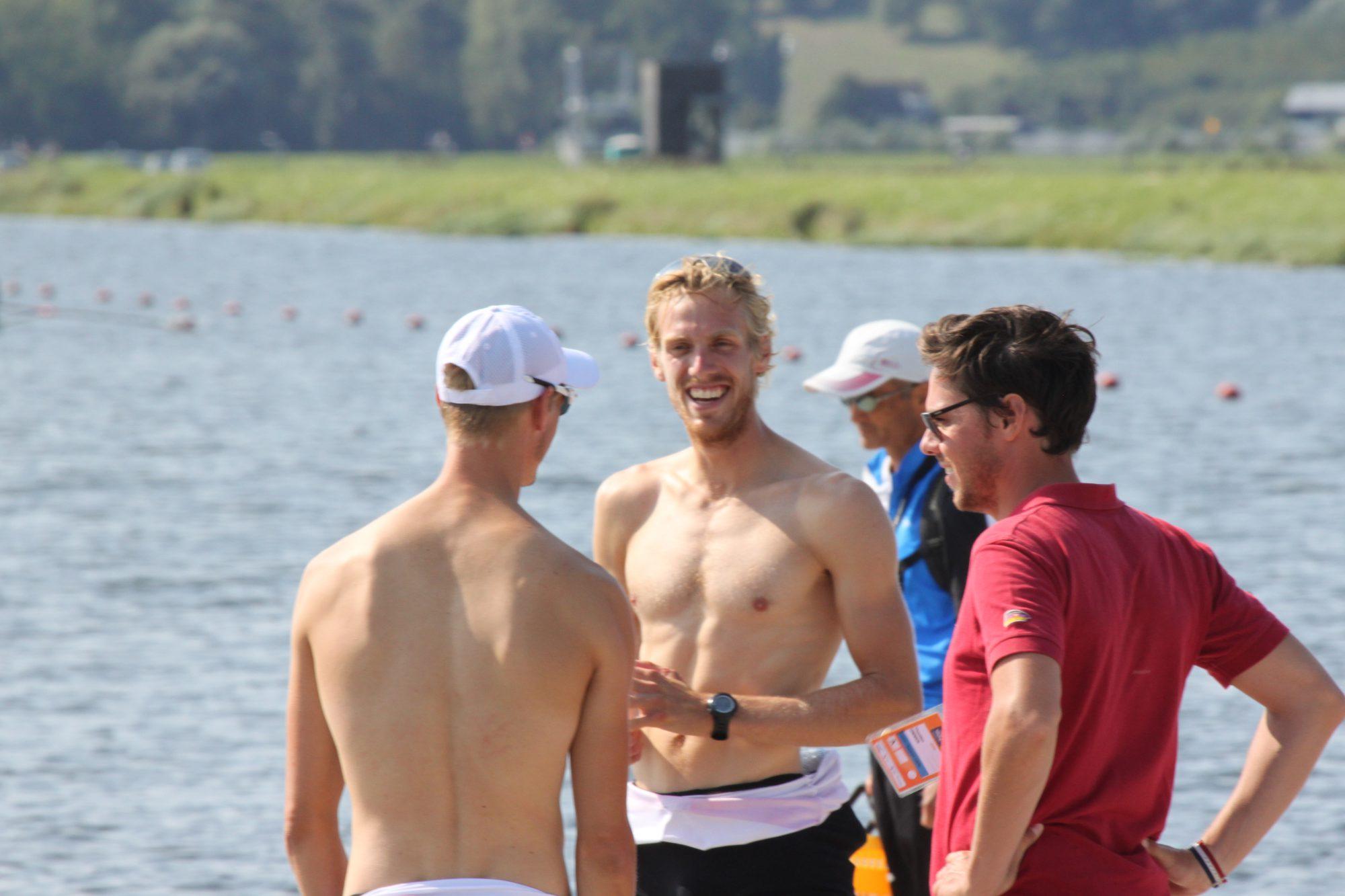 Nach dem Rennen gelöste Mienen bei der Analyse: Julius (Mitte), Trainer Thorsten Zimmer (r.) und Sven Kessler (l.).